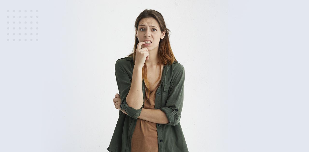 mulher pensando lipo braço