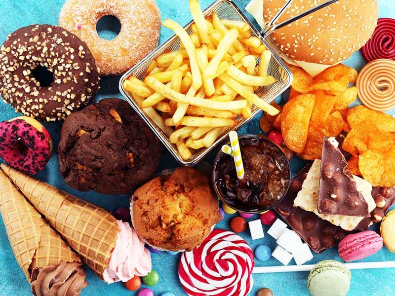 alimento causa estomago alto